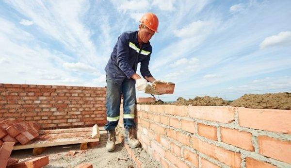 4 trang bị bảo hộ cần thiết cho người thợ xây