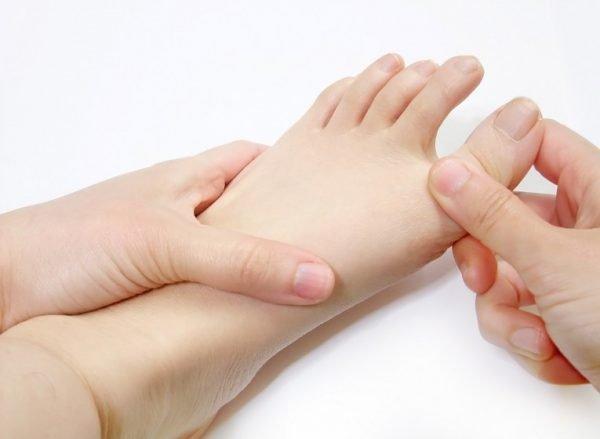 6 bước massage chân giảm căng thẳng và mệt mỏi