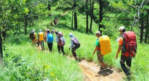 10 vật dụng không thể thiếu khi đi trekking