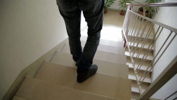 Lưu ý đề phòng ngã, té cầu thang rất nguy hiểm