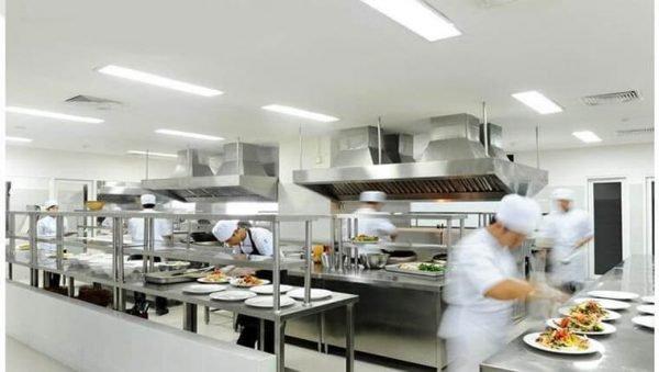 Cách giữ an toàn lao động trong nhà bếp, nhà hàng, quán ăn