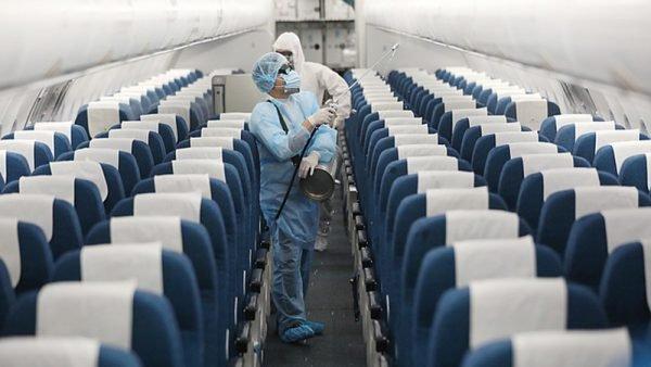 Làm sao bảo vệ sức khỏe khi phải di chuyển bằng đường hàng không trong mùa dịch